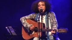 Akli D - wali  en live : hommage à Tahar Djaout